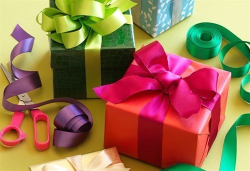 Christmas Gift Wrapping with St.Francis Hospice